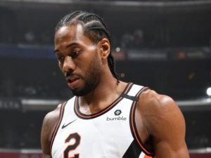 【NBA季前赛】莱昂纳德单节0分,惨遭20岁湖人菜鸟抢断!